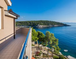 Appartamento by the sea with Stunning Sea-view Balcony
