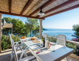 Appartamento Steps to the Sea and Private Beach | Pool | Sea-view Balcony | Peaceful Bay
