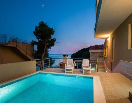 Appartamento with 2 Bedrooms Next to the Sea